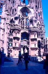 Barcellona -  La Sagrada Familia 1984 (frank28883) Tags: barcelona chiesa catalunya sagradafamilia barcellona spagna gaud torri catalogna cantiere