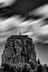 rocher vitrolles N&B + nd1000.jpg (kepler13) Tags: photography photographie nb ciel arbres nuage paysage poselongue vitrolles nd1000 poselente