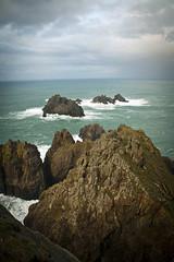 Punta dos aguillóns (J.A.Sanjurjo) Tags: blue sea stone clouds mar cabo galicia galiza dos punta gz atlantico cariño ortegal aguillóns