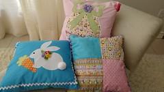 Almofadas (Ka Comelli) Tags: casa sala pscoa coelho decorao ovo tecido almofadas feitoamo patchcolagem patchaplique