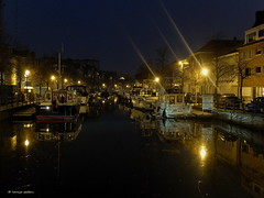 The Dyle by night (louise peters) Tags: city night reflections river town streetlight riverside belgium nacht yacht kade belgi houseboat quay mechelen stad wal rivier dyle woonboot dile dijle oever reflecties straatlicht plezierjacht