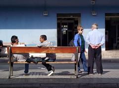 Conversaciones de estacin. (Poet Mir) Tags: blue friends espaa amigos bus buses azul season for spain couple europa europe pareja banco bank alicante wait conversation autobus estacin expect autobuses alacant esperar conversacion
