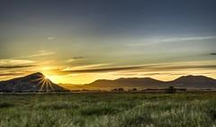 Atardecer. (Francisco Esteve Herrero) Tags: sunset primavera landscape atardecer viento hdr 2015 villena franciscoesteveherrero nikond5300
