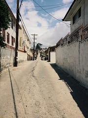 alley to chavez ravine/echo park. (howard-f) Tags: street urban up la losangeles alley echopark hilly dtla slope iphone chavezravine servicealley vsco iphoneography vscocam vscogrid