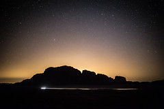 Stars just after sunset in Wadi Rum desert - Jordan (Laurent Tironi) Tags: sunset night stars desert wadirum astrophotography bedouin