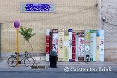 Shiraz's still life with bicycle (10b travelling) Tags: stilllife bicycle sign advertising persian asia asien iran middleeast persia shiraz asie iranian bazaar bazar 2014 neareast moyenorient naherosten mittlererosten tenbrink carstentenbrink westernasia iptcbasic 10btravelling