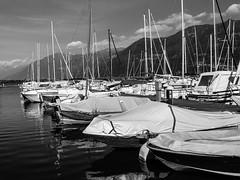 Lago-Iseo2-V-14 (elettrico1977) Tags: blackandwhite lake lago boat barca acqua molo biancoenero pontile iseo lovere