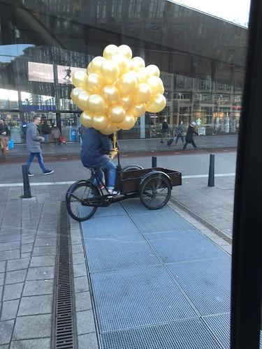 Heliumballonnen Goud Centraal Station Rotterdam