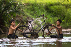 Refreshing (Firdaus Zulkefili) Tags: old heritage childhood children play culture lifestyle wash bilut