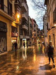 Stroll in the rain (Jean I Cresol) Tags: barcelona street church rain outside lights evening march spring spain europe view outdoor top 16th 2016