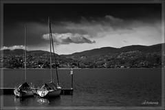 Poeticamente bianco e nero (lefotodiannae) Tags: panorama lago italia barche maggiore acqua intra lefotodiannae