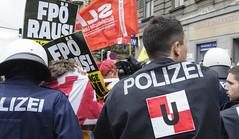 D3s_20160611_152548 (martin juen) Tags: vienna wien demo austria österreich demonstration polizei rechts aut barrikaden nationalismus gegendemo pfefferspray barrikade polizeigewalt rechtsextrem martinjuen revisonismus identitär identitäre 12062016 12juni2016