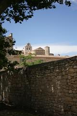 - (.urbanman.) Tags: mur eglise abbaye clocher tuiles valmagne cloches abbayedevalmagne murdenceinte