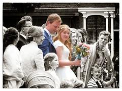 trouwen in Delft (Gerard Stolk (retour de l'Occitane)) Tags: delft markt huwelijk trouwen bruidspaar