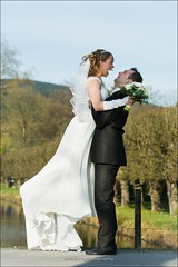Happiest Day! (eschborn.photography) Tags: wedding sky woman lake man male green nature smile up female start groom bride see pond day lift air small marriage laugh lachen hochzeit throw lcheln glcklich hochzeitstag weiher braut brutigam eschborn hochheben eschbornphotography