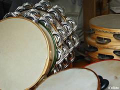 Chascarraschs (Franco DAlbao) Tags: music folk galicia instrument fujifilm msica ritmo instrumento rithm tambourines panderetas dalbao francodalbao
