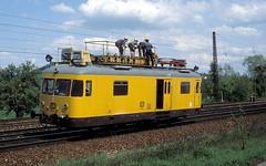 701 012  Grtzingen  28.04.83 (w. + h. brutzer) Tags: analog train germany deutschland nikon eisenbahn railway trains db 701 grtzingen eisenbahnen turmtriebwagen webru bahndienst