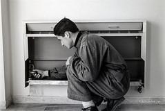 Ascoli com'era: . . . il progresso tecnologico avanza, s'installa un nuovo tipo di radiatore convettivo (195?) (Orarossa) Tags: italy italia marche nuovo ascolipiceno 0230905 radiatoreconvettivo