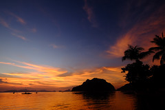 (Valerio Soncini) Tags: blue sunset sea orange cloud seascape beach clouds palms boat ship sonnenuntergang sundown philippines wolke wolken wideangle palm velvia colored ph schiff elnido philippinen weitwinkel sooc corongcorong pilippinen mimaropa