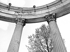 Temple slice (DannyAbe) Tags: pillars yonkers untermyerpark templeofthesky