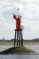 Leuchtfeuer Rhinplatte-Nord (Ulli J.) Tags: lighthouse ferry germany deutschland tyskland allemagne phare vuurtoren fhre fyr leuchtturm duitsland schleswigholstein frge veerboot niedersachsen lowersaxony glckstadt wischhafen bassesaxe nedersaksen elbfhreglckstadtwischhafen