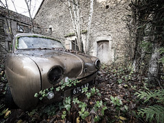 Abandoned garage (NأT) Tags: urbex urban urbain urbaine explorationurbaine exploration explore exploring em1 olympus omd zuiko 714mm 714 decay decaying derelict automobile voiture car auto collection collectionneur vehicles véhicules véhicule lost perdu perdue ancien ancienne old past passé oubli oublié oubliée abandoned abandon abandonné abandonnée abbandonato abbandonata garage ure dauphine renault rotten