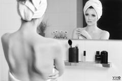Michelle in the mirror (Richard Vivo) Tags: portrait dutch bathroom mirror spiegel towels goodmorning handdoeken bathroomphotoshoot aftertheshower sonyalpha outoftheshower dutchmodel mirrorphotoshoot richardvivo vivofotografie michelleolree towelshoot