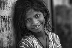 Mi gitanilla (Jorge Torrado) Tags: portrait blackandwhite bw india girl nia sonrisa feliz udaipur rajastn brahmapuri jorgetorrado migitanilla