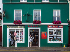 Do it (your)selfie (K.H.Reichert) Tags: road street ireland woman streets dingle irland kerry ave frau avenue strait selfie strasen