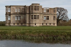 Lyveden New Bield by the water (Carol Spurway) Tags: new nt northamptonshire elizabethan nationaltrust newbuild lyveden bield oundle