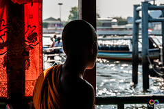 Monk reflection (www.fabiobindagallery.it) Tags: city shadow red sun reflection asian thailand asia bangkok fiume ombra young monaco monks thinking rosso thailandia citt riflessione giovane pensare riflettere