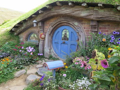 "Hobbiton <a style=""margin-left:10px; font-size:0.8em;"" href=""http://www.flickr.com/photos/83080376@N03/16770745860/"" target=""_blank"">@flickr</a>"