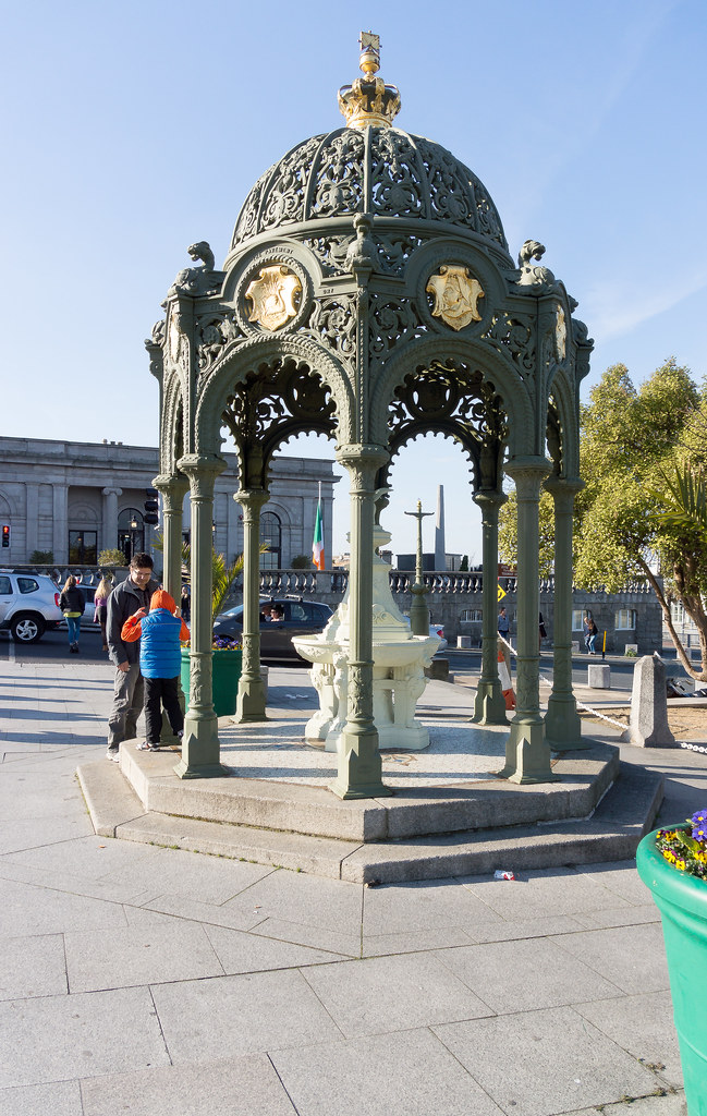 QUEEN VICTORIA FOUNTAIN IN DUN LAOGHAIRE [THIS IS A FAVOURITE OF MINE] REF-102825