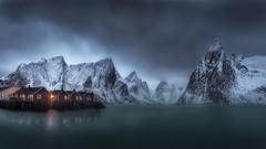 HOGAR DULCE HOGAR (sgsierra) Tags: home lago noruega montaña lofoten cabañas hamnoy