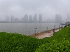 Promenade in Pudong (Daniel Brennwald) Tags: china shanghai promenade pudong lujiazui