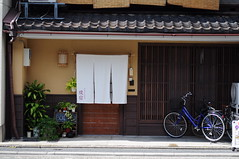(theCarol) Tags: street kyoto   ontheroad guesthouse  machi