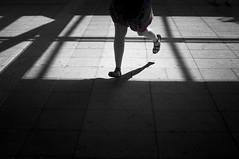 run Forestar (PepeBreis) Tags: corriendo piernas legs running foot feet madrid metro blackandwhite contrast original window street photography
