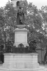 Memorial to Gladstone on The Strand (IanAWood) Tags: urban cityscapes centrallondon walkingwithmynikon nikondf nikkorafs58mmf14g