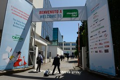 AMBIANCE EXTERIEUR (mapicworld) Tags: visitors networking milano italy fr