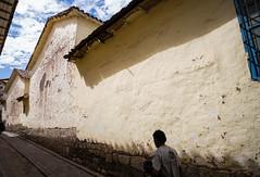 Passing by (Photographische Einblicke) Tags: peru cusco stadt reise leicamp strase superelmarm13421asph
