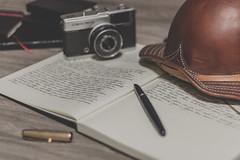 Chapu de adorno (Italberto Dantas) Tags: brazil hat brasil pen handwriting canon eos 50mm book diary natureza tripod olympus softfocus 18 pensamentos inkpen caderno chapu morta trip trip35 caneta naturezamorta ef50mm18 boiadeiro 60d canon60d tinteira escritamanual