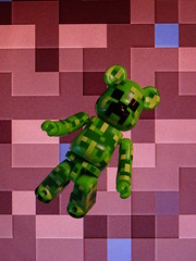 Just in Creeper. (AGUILA81) Tags: bearbrick berbrick creeper minecraft pixel game green vert series31