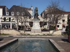 PLACE FRANCOIS 1ER (marsupilami92) Tags: france statue vacances frankreich place 16 cognac charente tourisme sudouest poitoucharentes franois1er