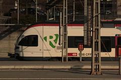 SBB Flirt RABe 521 020 - 3 mit Taufname Porrentruy ( Triebzug - Triebwagen - Nahverkehrszug => Hersteller Stadler Rail ) am Bahnhof Olten im Kanton Solothurn der Schweiz (chrchr_75) Tags: chriguhurnibluemailch christoph hurni schweiz suisse switzerland svizzera suissa swiss chrchr chrchr75 chrigu chriguhurni 1503 mrz 2015 eisenbahn schweizer bahnen bahn train treno zug albumbahnenderschweiz albumbahnenderschweiz201516 albumzzz201503mrz albumsbbflirt flirt sbb cff ffs stadler rail albumbahnsbbrabeflirt triebzug nahverkehrszug v ffentlicher verkehr juna zoug trainen tog tren  lokomotive  locomotora lok lokomotiv locomotief locomotiva locomotive railway rautatie chemin de fer ferrovia  spoorweg  centralstation ferroviaria