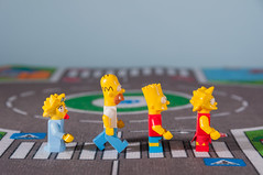 Abbey Road con Los Simpsons (Fernando Soguero) Tags: toys nikon lego bricks bart lisa sigma maggie fernando abbeyroad blocks thesimpsons tribute simpson thebeatles hommer minifigures lossimpsons d5000 soguero fernandosoguero