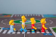Abbey Road con Los Simpsons (Fernando Soguero) Tags: toys nikon lego bricks bart lisa sigma maggie fernando abbeyroad blocks thesimpsons tribute simpson thebeatles hommer minifigures lossimpsons d5000 soguero fernandosoguero