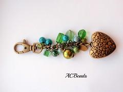 Green bag charm (ACBeads) Tags: verde green glass vidro beads artesanato bead beaded glassbeads beadwork bagcharm madewithlove beadedbagcharm acbeads acbeadsjewellery