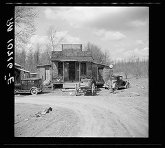 Buttermilk Junction, Martin County, Indiana. April 1937. Photo Russell Lee [1024 x 924][OS] #HistoryPorn #history #retro http://ift.tt/27K1KQJ (Histolines) Tags: county history photo russell martin indiana x junction retro lee april timeline buttermilk 1937 1024 vinatage historyporn histolines 924os httpifttt27k1kqj