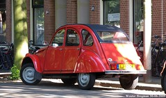 Citron 2CV 1984 (XBXG) Tags: auto old red france holland classic haarlem netherlands car vintage french rouge automobile nederland citron voiture 1984 2cv frankrijk rood paysbas eend geit ancienne 2pk 2cv6 citron2cv franaise parklaan deuche deudeuche lj92zk