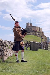 The piper - Lindisfarne Castle (Finding Chris) Tags: holyisland lindisfarne bagpipes piper sporan kilt northumberland tartan